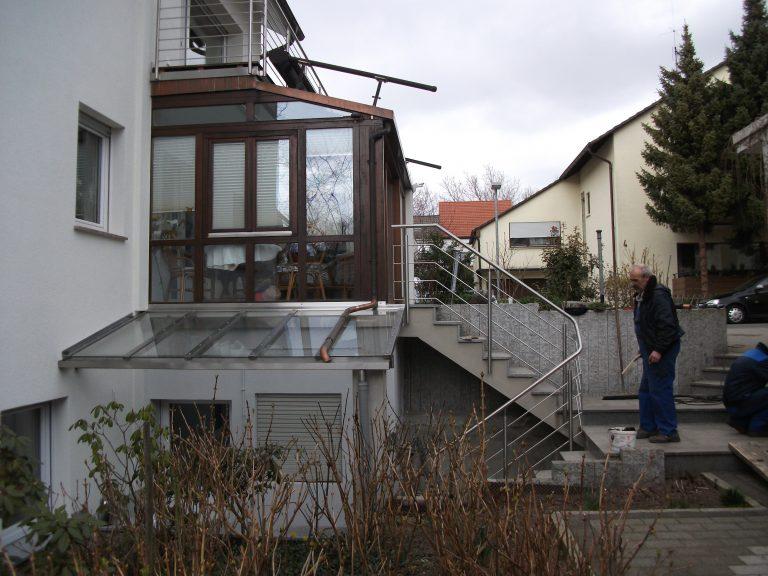 Überdachung aus Edelstahtprofile