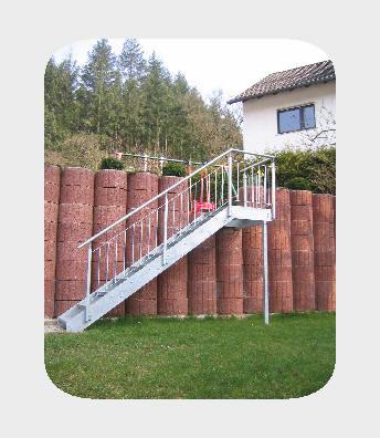 Gartentreppe Flachstahlwangen-Treppe Stahl,  feuerverzinkt mit Gitterroststufen 30/30/2 mm