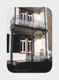Anbau- Balkon über 3 Stkw. incl. Überdachung. Mit integriertem Regenwasserablauf. (Stahl- Unterkonstruktion, feuerverzinkt u.Lackbeschichtung)